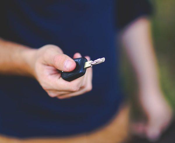 Qué es un cambio de clave para llaves de autos